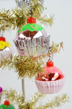 #DIY Cupcake Ornaments from @ILoveto Create