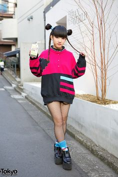 Rinyo is a 19-year-old Bunka Fashion College student who works at the popular Nadia Flores en el Corazon boutique in #Harajuku. Her look features a cute braids hairstyle, a sweatshirt from the Harajuku vintage shop Punk Cake, fishnets, colorful socks & Tokyo Bopper platform shoes. Rinyo's closeup looks are posted here. #tokyofashion #street snap