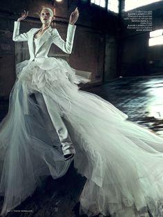 Ola Rudnicka - Magic Star - Vogue Netherlands April 2014 Boe Marion www.boemarion.com via vogue.nl  for #motion #composition