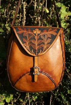 sturdy weatherproof full leather man bag with oak leaf carving design Leather Carving, Leather Art, Leather Pouch, Leather Tooling, Leather Purses, Leather Shoulder Bag, Leather Backpack, Leather Handbags, Leather Projects