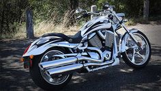 """VICTORY MOTORCYCLES """"JACKPOT"""". Very cool and better engineered than Harley's."""