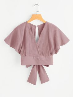 Shop Deep V-cut Keyhole Back Bow Tie Blouse online. SheIn offers Deep V-cut Keyhole Back Bow Tie Blouse & more to fit your fashionable needs. Look Fashion, Fashion Clothes, Fashion Dresses, Fashion Styles, Fashion Women, Bow Tie Blouse, Crop Blouse, Mode Kawaii, Casual Outfits