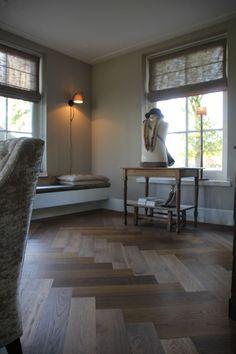 Country Living, Dining Bench, Farmhouse Decor, Kitchen Decor, Villa, Windows, Flooring, Table Decorations, House Styles