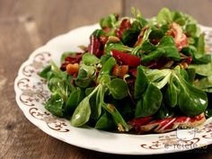 Salata de valeriana si radicchio cu bacon si seminte