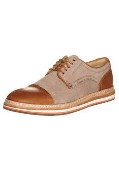 Derbies   Richelieu UGG Australia WARNER - Chaussures à lacets - marron  marron  € chez Zalando (au Livraison et retours gratuits et service client  gratuit ... f8ceb40ea30