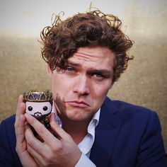 The Knight of Flowers. Finn Jones poses with Renly Baratheon at the #GoTPremiereSF.
