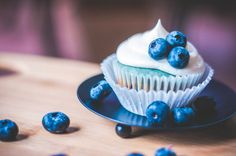 BLUEBERRY Cream Cheese Cupcakes – these dainty cakes ended up with swirls of blue in the batter. Blueberry Cream Cheese Cupcakes RECIPE available here. http://thecupcakedailyblog.com/blueberry-cream-cheese-cupcake/ #cupcakerecipes #blueberries #creamcheesefrosting