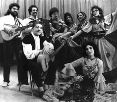 Russian dance and guitars Beatles, Vintage Gypsy, Music Photo, Che Guevara, Joker, Romance, Culture, Black And White, People
