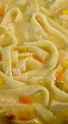 Crock Pot Creamy Chicken Noodle Soup no corn Chicken Soup Slow Cooker, Crack Chicken Noodle Soup, Chicken Soup Recipes, Noodle Soups, Crockpot Recipes, Cooker Recipes, Hamburger Recipes, Delicious Recipes, Yummy Food