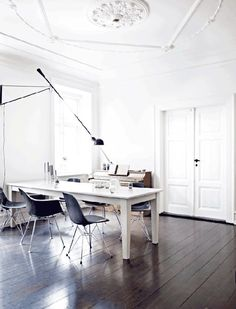 FLOS 265 wall lamp adds grace and elegance to this minimalist study with dark wood floors and a white table. Office Interior Design, Office Interiors, Interior Livingroom, Flos 265, Design Scandinavian, Scandinavian Kitchen, Danish Interior, Style Loft, Apartment Design