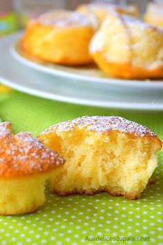 Fluffy with lemon easy Source by elbouzaini Beignets, Mini Desserts, Easy Desserts, Light Cakes, Best Sweets, Mini Cakes, Cookie Recipes, Food And Drink, Snacks