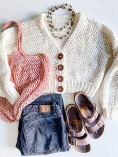 Crochet Crop Top Pattern - MJ's off the Hook Designs Diy Crochet Crop Top, Crochet Tops, Cute Crochet, Easy Crochet, Crochet Designs, Crochet Patterns, Crochet Tutorials, Crochet Stitches, Crochet Projects