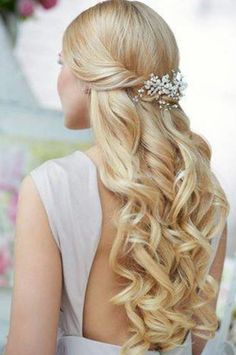 Love this. Soft but defined curls. Pretty and romantic. Cute Wedding Hairstyles for Brides Having Short Hair : Wedding Hairstyles For Medium Length Hair Hairstyles For Wedding Day On Wedding Hairstyles With Hairstyle For Day Rustic Half Up Half Down Wavy