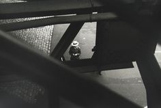 Saul Leiter From the El c. 1955 © Saul Leiter / Courtesy Howard Greenberg Gallery, New York Bw Photography, Photography Essentials, Vintage Photography, Street Photography, Inspiring Photography, Landscape Photography, Saul Leiter, Paolo Roversi, Tim Walker