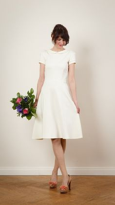 Minimalistisches und elegantes Brautkleid mit Spitzeneinsatz / elegant but simple wedding dress, white wedding, classy by Jekyll-und-Kleid-Hochzeitstage via DaWanda.com
