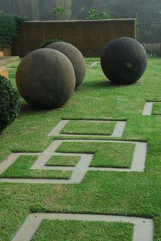 Modern garden design ideas, including contemporary paving, fences, plants & patio furniture.