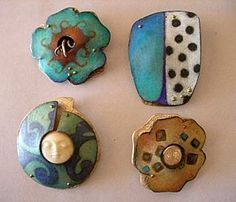 Debra Weld uses Prismacolor pencils on copper - and shares her method here! #jewelry-making #copper #Mixed-media
