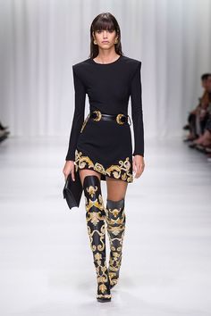 Get inspired and discover Versace trunkshow! Shop the latest Versace collection at Moda Operandi. Fashion Walk, High Fashion, Fashion Show, Womens Fashion, Fashion Trends, Milan Fashion, Fashion Styles, Fashion Ideas, Fashion Fashion