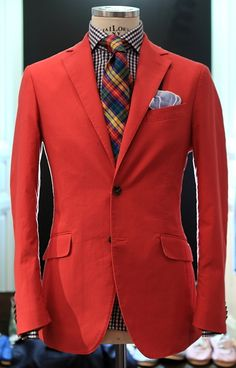 Love a red blazer! Now this is how you seamlessly combine colors and patterns. Gentleman Mode, Gentleman Style, Sharp Dressed Man, Well Dressed Men, Mens Attire, Mens Suits, Fashion Moda, Mens Fashion, Fashion Menswear