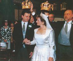Princess Marareta of Romania, who borrowed the Cartier tiara originally made for Adele, Countess of Essex, when she wed Radu Duda, in 1996 Royal Brides, Royal Weddings, Royal Tiaras, Tiaras And Crowns, Farah Diba, Wedding Messages, Royal Jewelry, Royal House, Here Comes The Bride