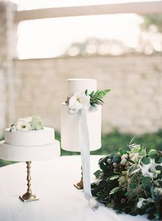 This Neutral La Rio Mansion Wedding Inspiration from Mint Photography features a Hayley Paige dress from Blush Bridal Lounge. This Neutral La Rio Mansion Wedding Inspiration from Mint Photography features a Hayley Paige dress from Blush Bridal Lounge. Elegant Wedding Cakes, Beautiful Wedding Cakes, Perfect Wedding, Romantic Weddings, Beautiful Cakes, Unique Weddings, Wedding Desserts, Wedding Decorations, 2017 Wedding Trends