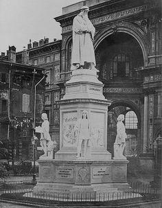 Milano Piazza della Scala - Monumento a Leonardo da Vinci, 1870ca   #TuscanyAgriturismoGiratola