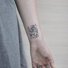 Beautiful Stick and Poke Flower Tattoos Beautiful Stick and Poke Flower Tattoos Dope Tattoos, Modern Tattoos, Pretty Tattoos, Wrist Tattoos, Small Tattoos, Sleeve Tattoos, Key Tattoos, Geometric Tattoos, Stick N Poke Tattoo