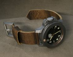 Allison Leatherworks weathered 1945 ammo strap on Ennebi Fondale
