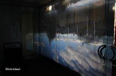 Ohje: Camera Obscura - pimeä huone. Tee itse pimeä huone, jonne jätät vain pienen pyöreän reiän valonlähteeksi. Ulkopuolinen näkymä heijastuu reiän vastakkaiselle seinälle ylösalaisin. Näet, mitä kameran sisällä tapahtuu. Et tarvitse linssiä etkä objektiivia. http://www.haaraamo.fi