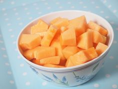 Cutting a cantaloupe is not especially difficult, but there are a few precautions you should take that you might not know about. Keep reading to learn more. Wash the outside of the cantaloupe. Fill a large bowl or clean sink with warm,...
