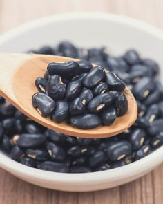 4 Anti-Inflammatory Proteins You Can Eat Non-Stop Without Gaining Weight, According To Experts Best Anti Inflammatory Foods, Anti Inflammatory Smoothie, High Potassium Foods, Frijoles Refritos, Arthritis Diet, How To Cook Beans, Lean Protein, Fermented Foods, Stop Eating