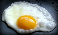 An egg is a versatile, inexpensive, nutritious food and also diet.The egg diet is a complete protein source, meaning it has all the essential amino acids. Diabetic Desserts, Diabetic Recipes, Low Carb Recipes, Healthy Recipes, Vegan Mug Cakes, Cinnamon Drink, Green Eggs And Ham, Egg Diet, Omelettes
