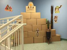 Group Egypt easy pyramid out of boxes