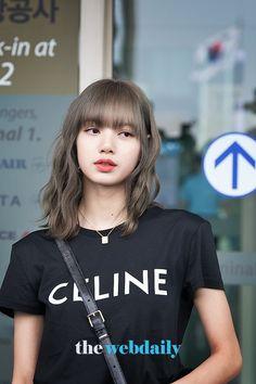 (Credits to the real owner/s) Kpop Girl Groups, Korean Girl Groups, Kpop Girls, Jennie Lisa, Blackpink Lisa, Lisa Chan, Korean Actresses, Actors & Actresses, K Pop