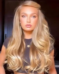Goddess romeestrijd glowing in our youth beauty face oil serum make up artist leahdarcymakeup favorite way to prep the skin and she also suggests mixing a couple of drops to your foundation for major glow hair by hairbyruslan Reddish Blonde Hair, Hair Pale Skin, Blonde Hair With Highlights, Platinum Blonde Hair, Blonde Wig, Ash Blonde, Blonde Hair Eyebrows, Golden Blonde Hair, Color Highlights