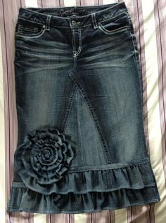 Super cute denim ruffle skirt- want to make this for this fall, it would be super cute with boots by Atilu