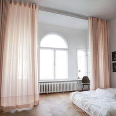www.thecurtain.shop -  Leinenstoff FIONA als Vorhang mit Wellenoptik.  Zu bestellen als Vorhang im Standardmaß oder für Dich nach Maß angefertigt.