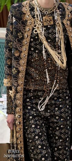 Chanel Pre-Fall 2017 gorgeous and glamourouse Women's Fashion RTW Only Fashion, Fashion 2017, Love Fashion, Runway Fashion, High Fashion, Fashion Show, Womens Fashion, Couture Fashion, Chanel Couture