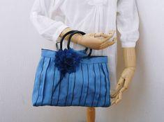 ❤ 畳のヘリで、おしゃれなバッグができあがりました。 ■サイズ 縦 22㎝ 横 29㎝(開口) マチ 6㎝ 31㎝(...|ハンドメイド、手作り、手仕事品の通販・販売・購入ならCreema。