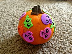 Super easy #Halloween toddler craft with foam stickers, could also add some paint or markers too, lots of possibilities