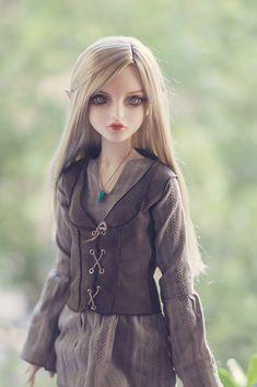 https://flic.kr/p/uAerxx | Rhiannon Faelan VI | Our new elf girl.