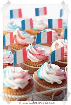bastille day, cakes | Bastille Day Cupcakes