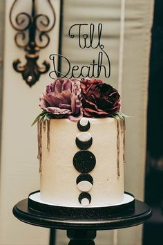 23 Fall Wedding Cakes That Are Perfect for an Autumnal Celebration - Make sure your dessert looks as good as it tastes by recreating one of these unique fall wedding cake ideas. moon, till death, black, roses {Flavor Cupcakery & Bake Shop} Halloween Wedding Cakes, Fall Wedding Cakes, Fall Wedding Colors, Wedding Cake Designs, Unique Wedding Cake Toppers, Fall Wedding Desserts, Wedding Pumpkins, Wedding Cake Roses, Black Wedding Cakes