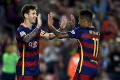 Lionel Messi et Neymar célèbrent un but