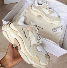 Best comfortable sneakers for girls – Just Trendy Girls Girls Sneakers, Sneakers Fashion, Fashion Shoes, Nike Fashion, Fashion Goth, Fashion Clothes, Fashion Women, Fashion Ideas, Fashion Tips