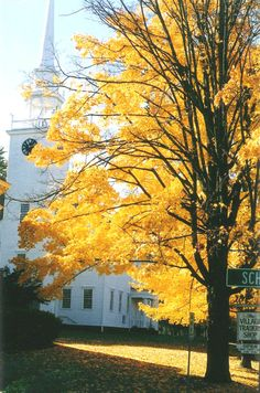 This photo from Connecticut, Northeast is titled 'Fall in Farmington'. Farmington Connecticut, Connecticut Usa, New England States, New Britain, Stars Hollow, Church Building, Rhode Island, Travel Usa, Worship