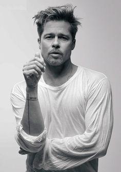 Brad Pitt Fotograf Galerisi Brad Pitt Photos Brad Pitt Gallery - actors and actresses ♡ - # Brad Pitt Tattoo, Tattoo Film, Bradd Pitt, Brad Pitt Photos, Actrices Hollywood, Hollywood Actor, Jennifer Aniston, Johnny Depp, Movie Stars