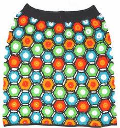 Falda tejida a crochet en estambre acrílico en colores verde, azul celeste, amarillo, anaranjado, blanco y negro, talla M