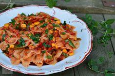 Paste cu pui si sos Alfredo - CAIETUL CU RETETE Penne, Broccoli, Pizza, Ethnic Recipes, Food, Salads, Essen, Yemek, Pens