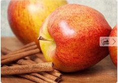 25 Flat Belly Sassy Water Recipes: Apples And Cinnamon Cinnamon Water Benefits, Apple Cinnamon Water, Cinnamon Apples, Cinnamon Sticks, Cinnamon Drink, Apple Benefits, Smoothie Drinks, Detox Drinks, Healthy Drinks